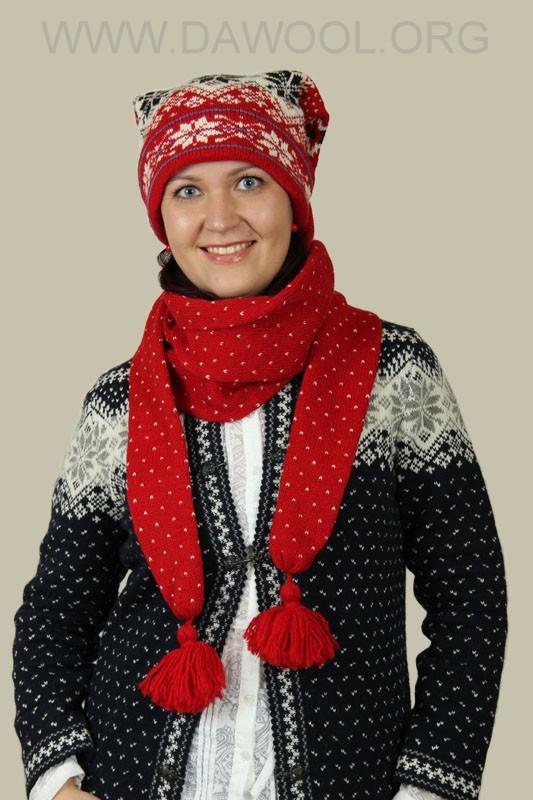 Шерстяная шапка-шарф красная с узором